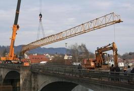 Neubau der Innbrücke in Marktl (1) Baukranmontage